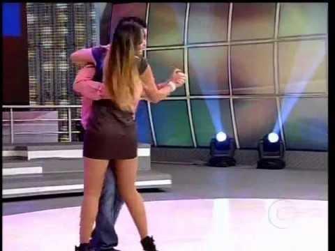 Carol Nakamura dança forró com Renato 03.06.2012.wmv