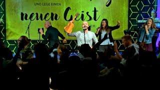 """Joshua Aaron in Germany singing """"Lion of Judah"""" // German & Hebrew"""