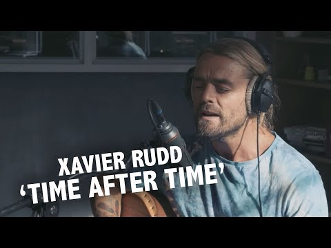 Xavier Rudd - 'Time After Time' (Cindy Lauper cover) live @ Ekdom In De Ochtend