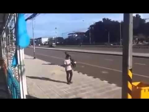 ASALTO EN MOTO SALE TERRIBLEMENTE MAL