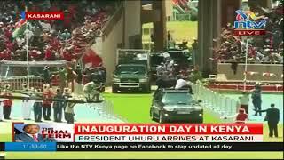 Rais Uhuru Kenyatta akiwasili uwanja wa Karasani kwa ajili ya kuapishwavia torchbrowser com