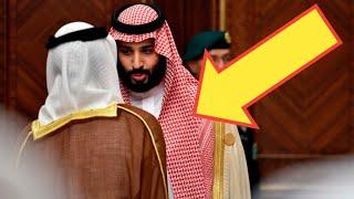 شاهد محمد بن سلمان يفاجئ العالم بتصرفه مع ممثل قطر في القمة الخليجية