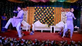 Tomake Chai Ami Aro Kache - Barsha apu & Omi vaiya's holud Funny Dance Performance