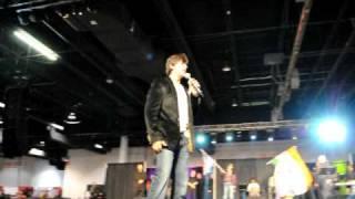 SOUTH ASIAN CARNIVAL- SHAHRUKH KHAN-SINGING FROM OM SHANTI OM