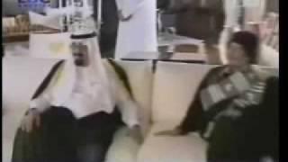 القذافي يقطع كلمة امير قطر ليدعو الملك عبدالله لزيارته