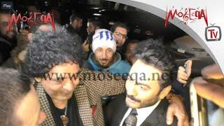 Tamer Hosny, Mohamed Mounir - شاهد احضان محمد منير وتامر حسني بعد تكريم الكينج