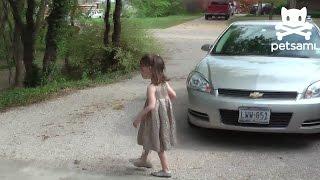 Малко Момиченце Почти Ухапан От Змия Гигант При Лов На Великденски Яйца