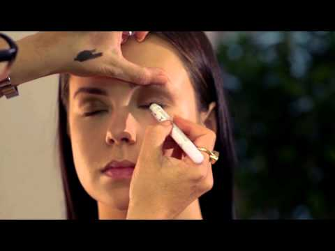 'Smoky Eye' look with celeb make up artist Justine Jenkins