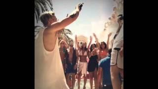 justin via shots durante apresentao no drais beach club em las vegas nevada  20 de junho