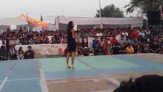 Kamli Dance by IIT Kanpur Girl || It's Hot || Beautiful Girl