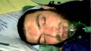 يقرأ القرآن وهو تحت تأثير البنج .. ستدمع عينيك