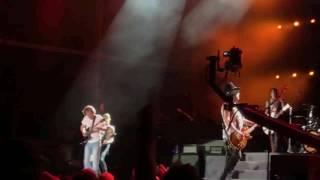 Guns N' Roses com Angus Young em Sydney