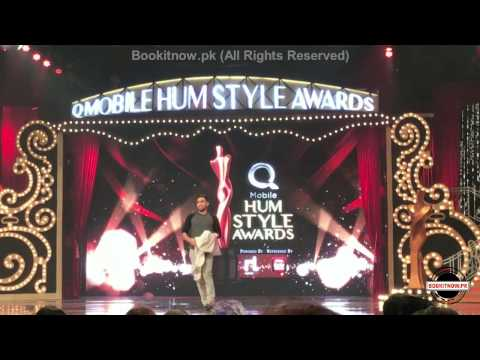 Desi aunties live performance by Zaid Ali T at hum style awards 2016