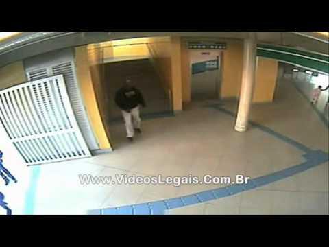 Câmara de segurança registra tarado do metrô em ação