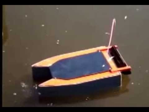 Home made rc baitboat Voerboot