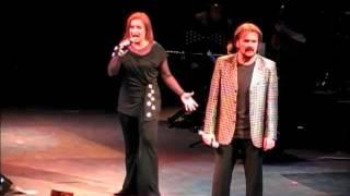 Pimpinela - Prefiero Estar Sola ( Teatro Caupolicán, Santiago de Chile - 26.11.2011 )