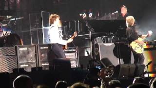 Billy Joel & Paul McCartney Perform 'I Saw Her Standing There' at Yankee Stadium (July 16th, 2011)