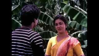 Paatti Sollai Thattathey - Pandiyarajan helps to Oorvasi