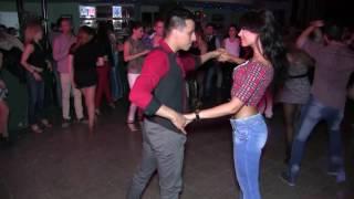 Que hermosa mujer bailando bachata