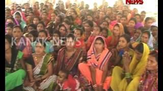 Women Worship Govt. Employee In Umerkot