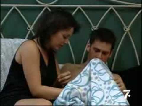 La chica el chico la cama las ganas y el preservativo