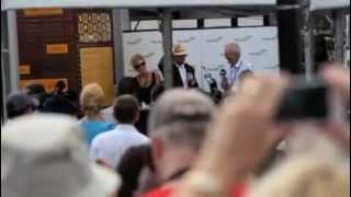 Barry Gibb Unveiling Bee Gees Statue in Redcliffe Queensland