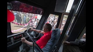 Uhuru drives a Bus Like a Professional. School Girls Cheer Him as he Drives