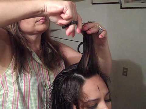 GabyTips Mi mamá cortándome el cabello en capas