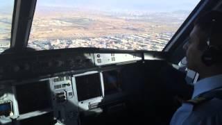 تصوير من داخل قمرة القيادة لهبوط الكابتن مبارك الدوسري في مطار الملك عبدالعزيز الدولي بمدينة جدة