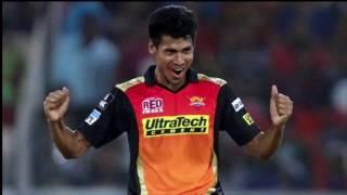 মুস্তাফিজকে সুন্দরীর চুমু( Girl is Kissing Mustafiz in IPL)