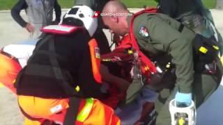 Passeggero colto da malore su una nave soccorso da elicottero della Guardia Costiera