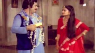 Kader Khan Flirting With Sarika @ Gangvaa - Rajnikanth, Shabana Azmi