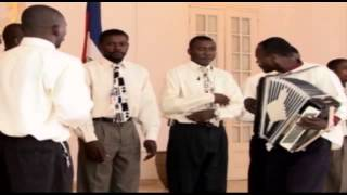 Palais National - Groupe d'hommes Haiti