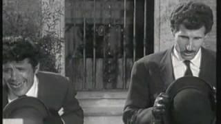 Franco e Ciccio - Al cimitero