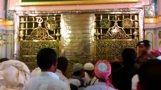 قبر أشرف الخلق محمد بن عبد الله رسول الله صلى الله عليه وسلم