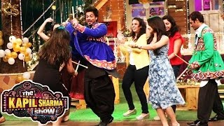 Shahrukh Khan DOES GARBA On The Kapil Sharma Show - Raees Promotion