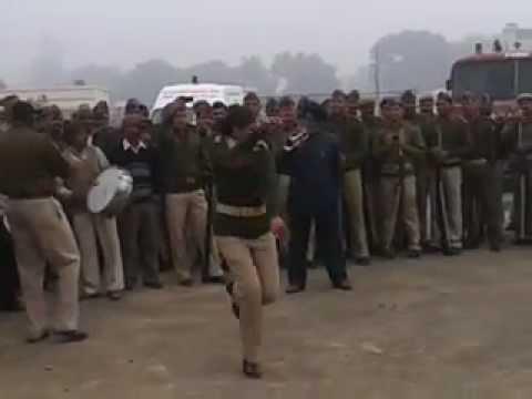 BULANDSHAHR : police dance mahila constable