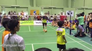 Lee Chong Wei training badminton with young