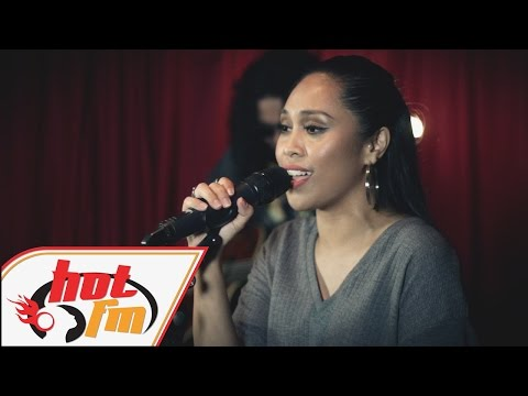 DAYANG NURFAIZAH - Lelaki Teragung (LIVE) - Akustik Hot - #HotTV