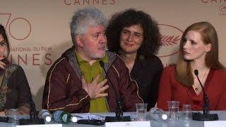 Almodóvar presiona a Netflix en apertura de Cannes