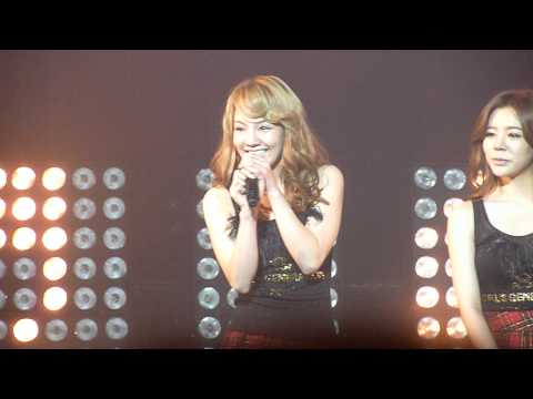 -Fancam- SM TOWN in Paris ~ SNSD - Sunny and Hyoyeon speaking French