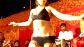Hot Item Dancer in Bhojpuri Stage Arkestra Show in Bihar
