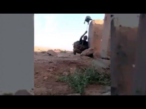 Video soldado iraquí engañó a un francotirador de ISIS con el truco más viejo de la historia