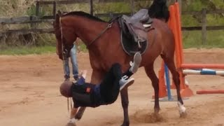 Vitor Peron caindo do cavalo