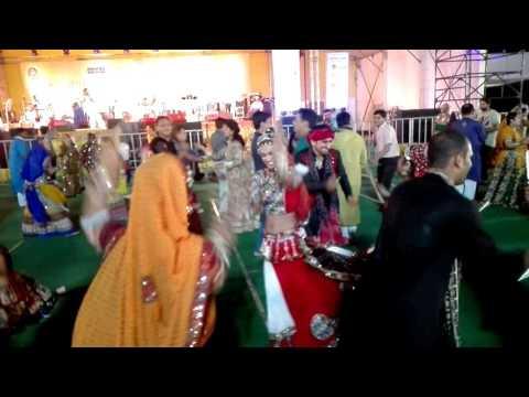 The DANDIYA QUEEN KOMAL TIWARI S PERFORMANCE(1)