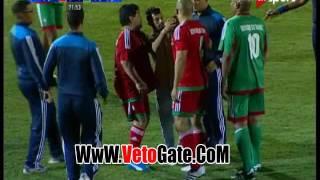مشجع يقتحم الملعب من أجل سيلفى مع مارادونا