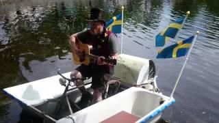 Joakim Lambertsson premiärspelar låten