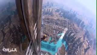لحظات مرعبة عند تنظيف زجاج برج خليفة