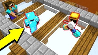 INVISIBLE MINECRAFT GLASS TRAP! (Minecraft Trolling)