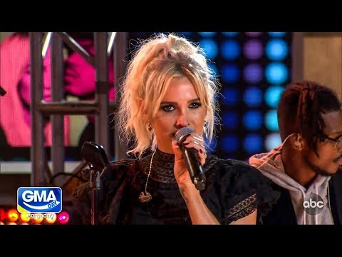"""Ashlee Simpson Ross and Evan Ross perform """"I Do"""" on GMA Day (20181012)"""
